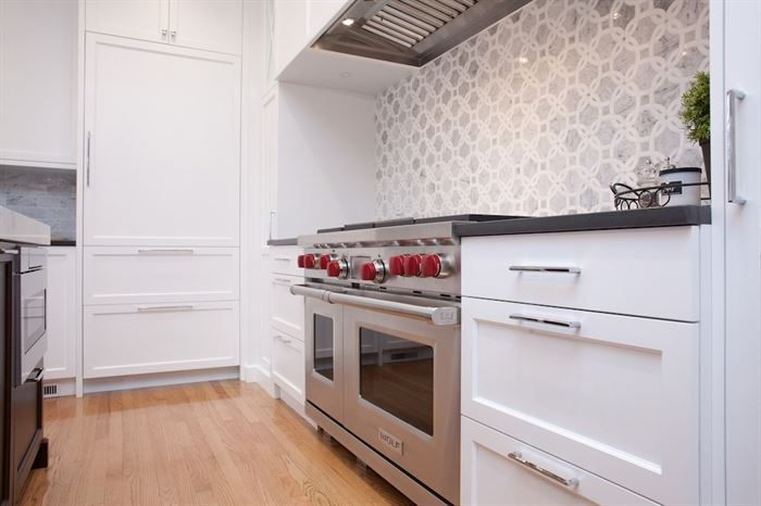 Professional looking oven in remodeled kitchen