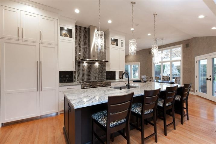 large eat-in kitchen island