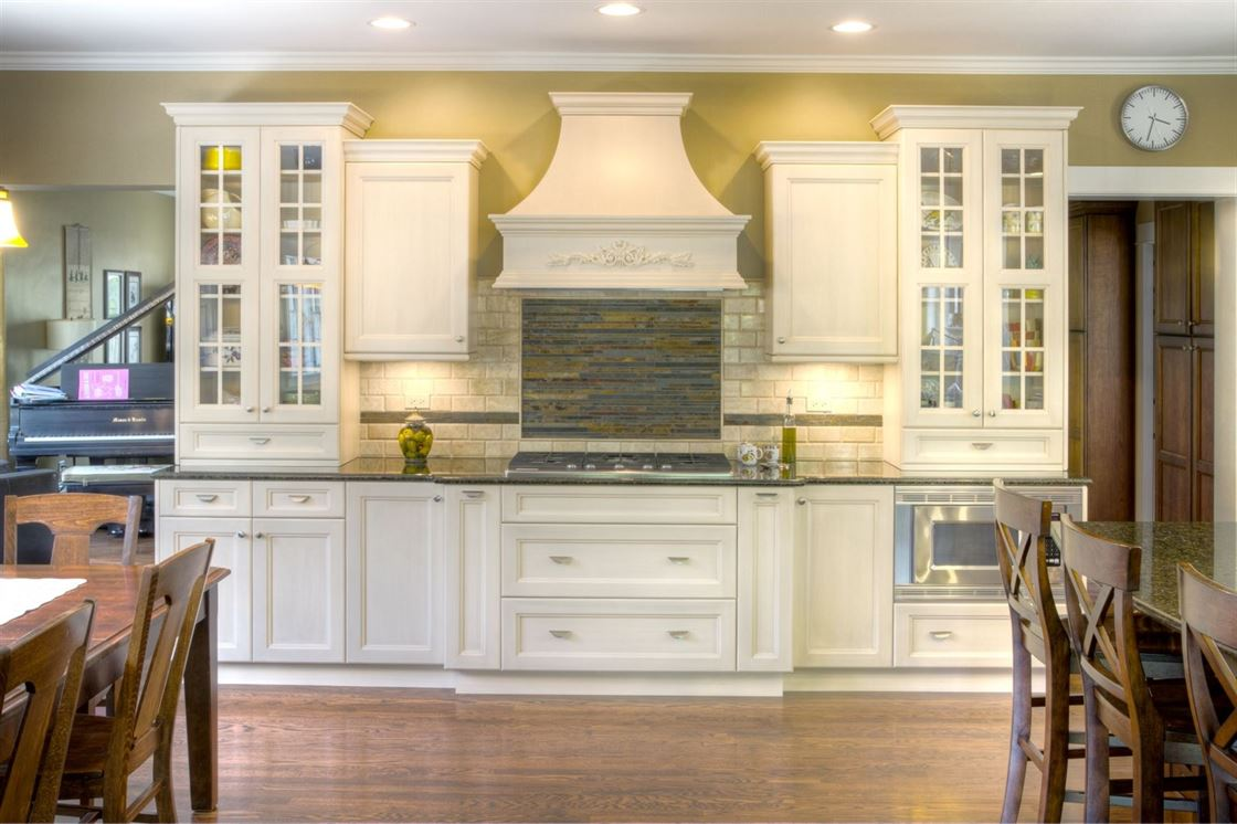 beautiful range with abstract backsplash and symmetrical cabinetry